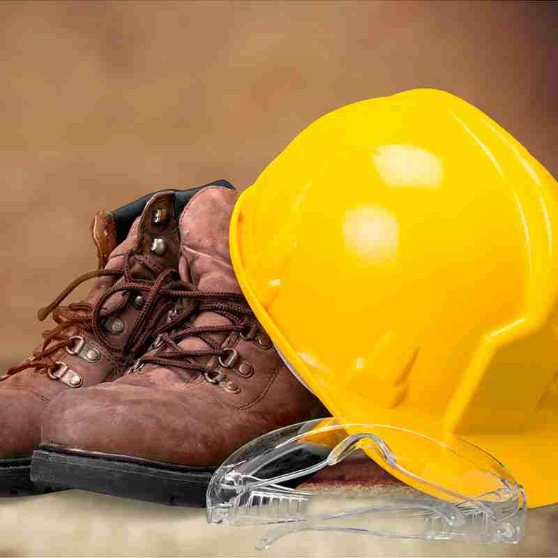 botas-y-casco-vestuario-laboral