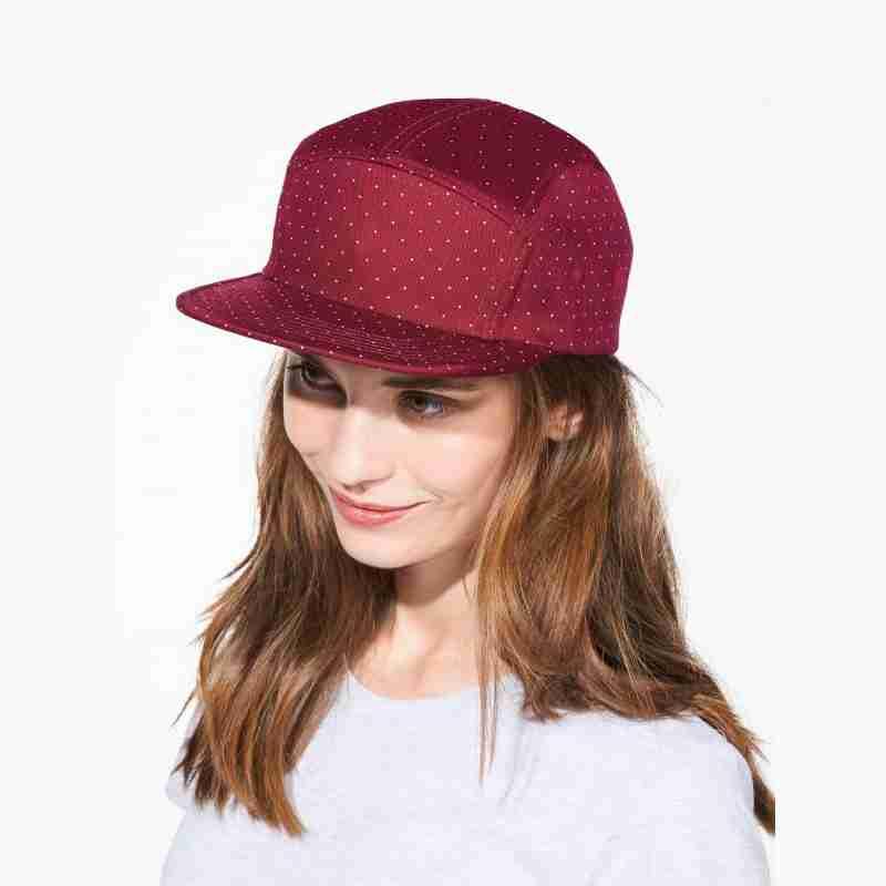 gorra-roja-ropa-deportiva